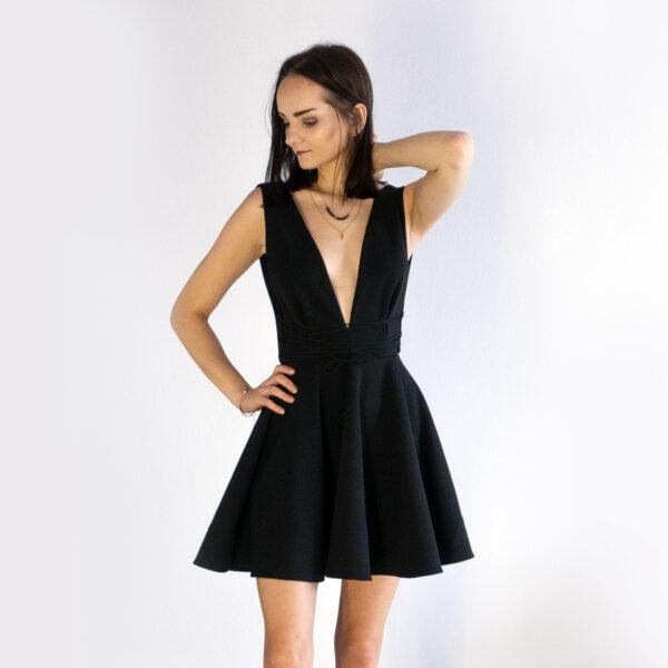 rozkloszowana sukienka z wiązaniami nunu czarna